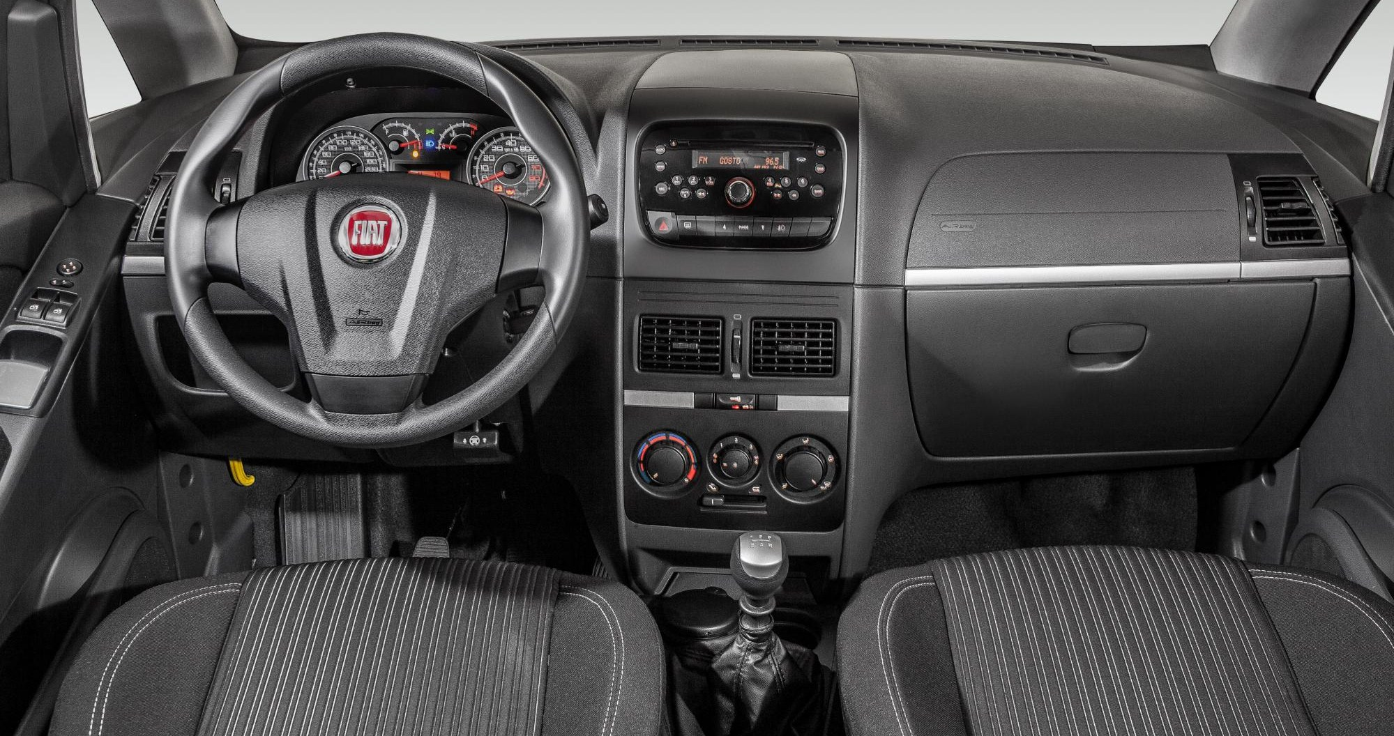 Nuevo dise o interior para fiat idea automotiva for Precio fiat idea attractive 2013