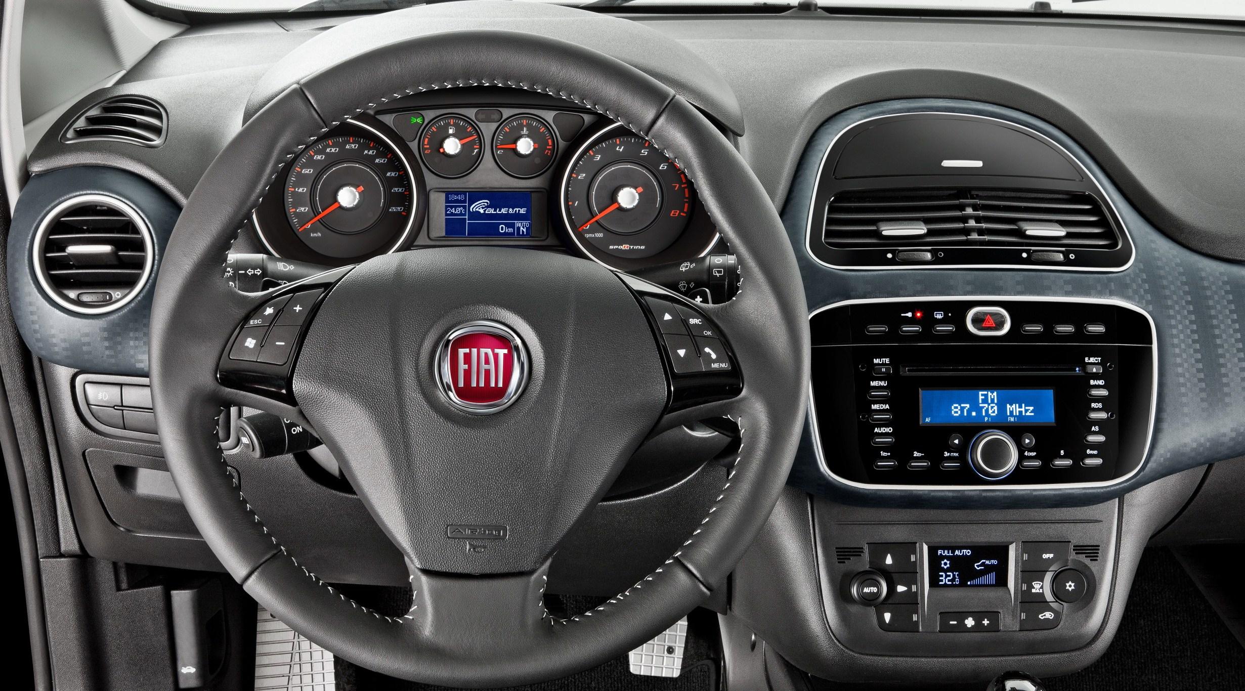 Fiat presenta el nuevo punto 2013 renovaci n automotiva for Nuevo fiat idea adventure 2015