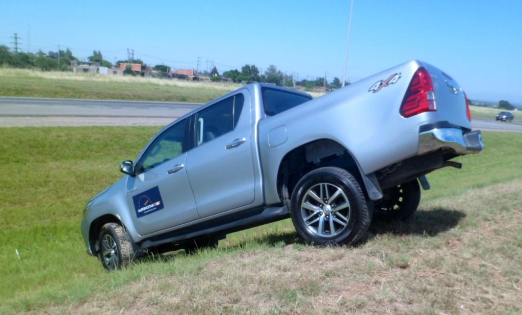 Toyota Hilux SRX 4x4 AT6