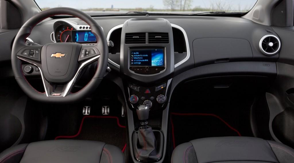 Interior del Chevrolet Sonic actual, versión RS