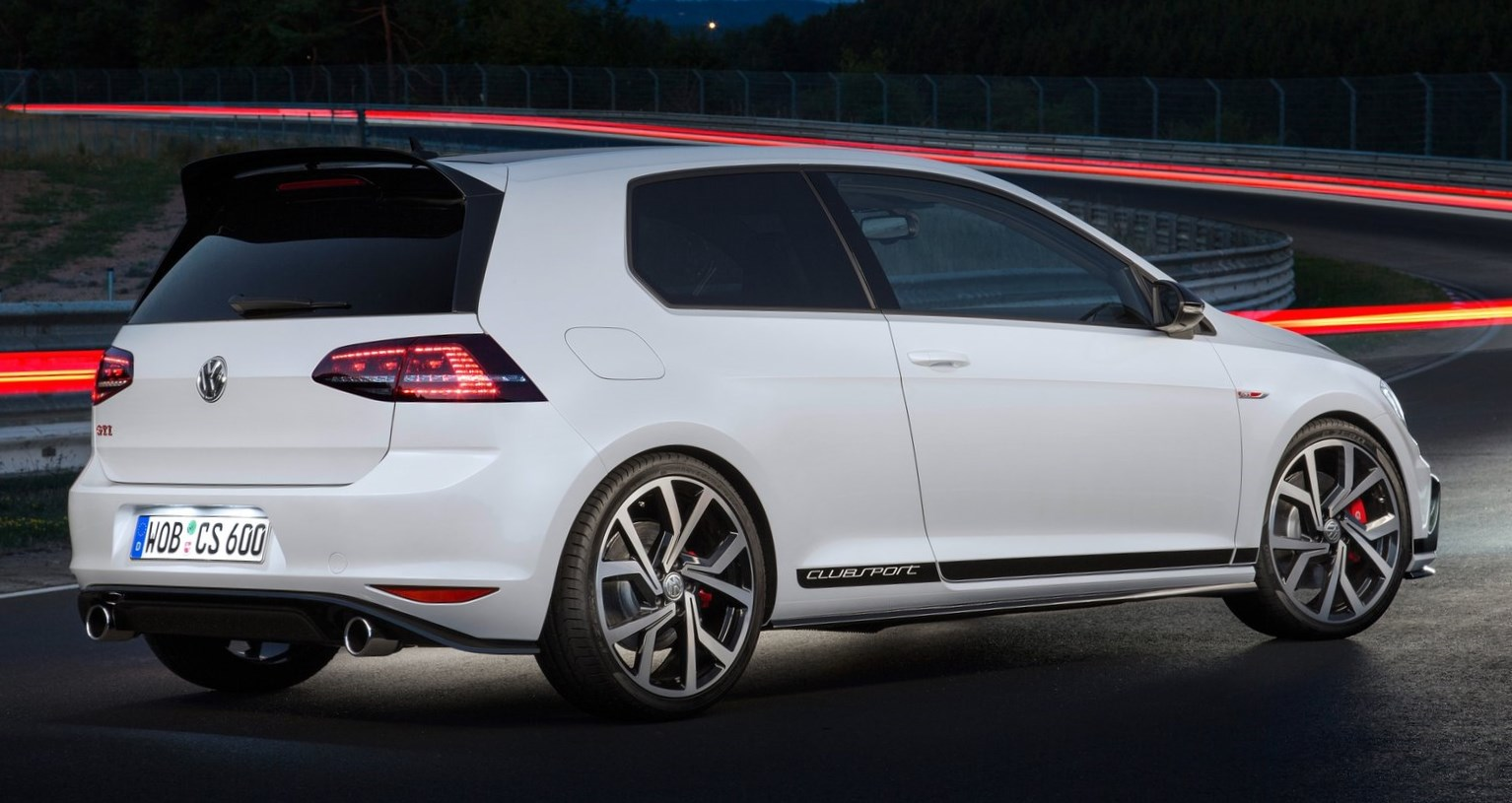 nuevo volkswagen gti clubsport 2016 entre el gti y el r automotiva. Black Bedroom Furniture Sets. Home Design Ideas