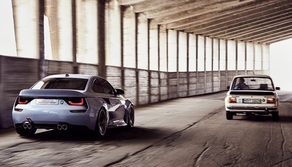 BMW 2002 hommage y el 2002 original