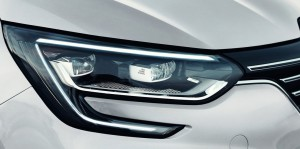 Renault Megane Sedan 2017. Detalle óptica