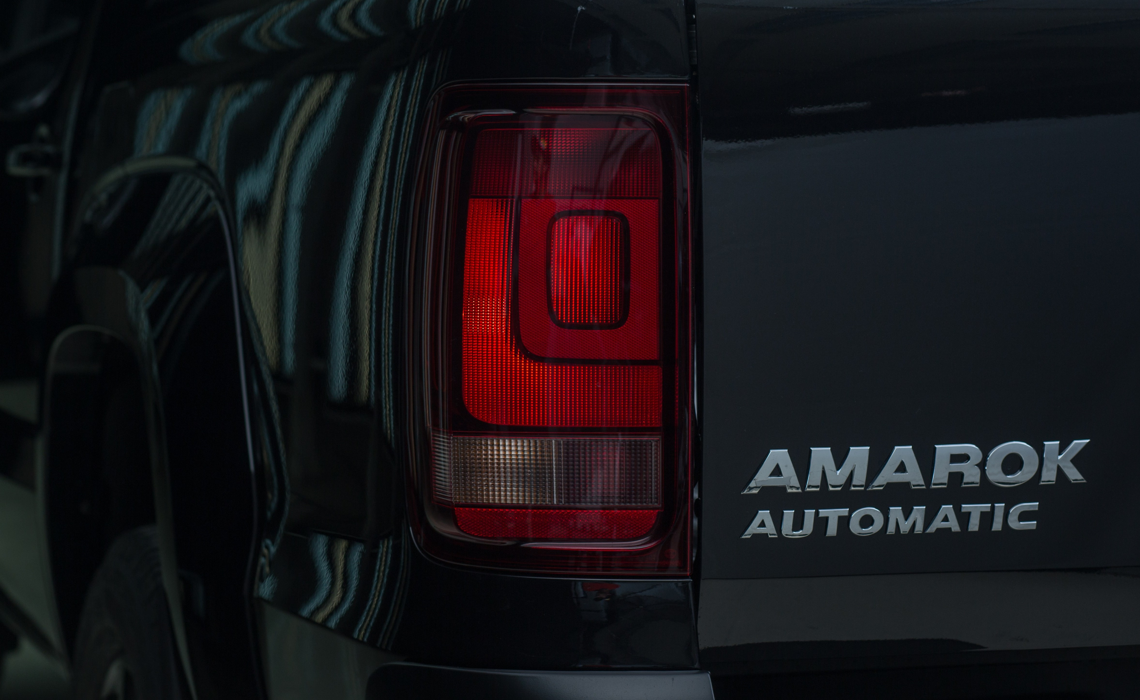 VW Amarok Black Edition