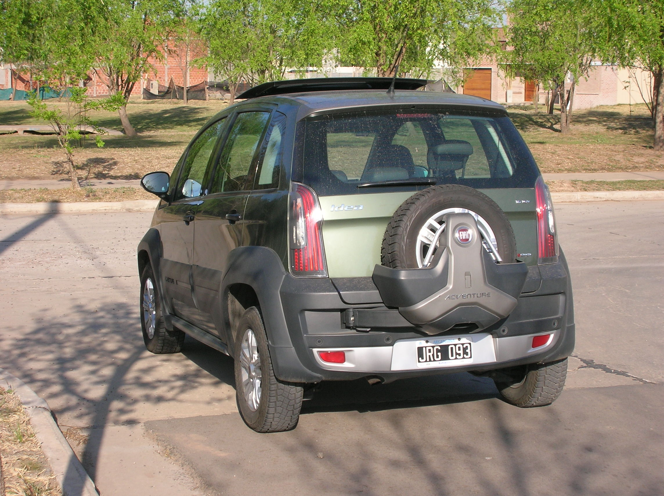 Prueba fiat idea 1 6 adventure 3 automotiva for Paragolpe delantero fiat idea adventure
